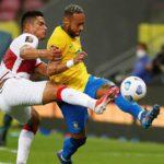 Brasil doblega a Perú (2-0) y va a paso perfecto