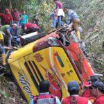 Caída de bus a un abismo deja al menos once muertos en Ecuador